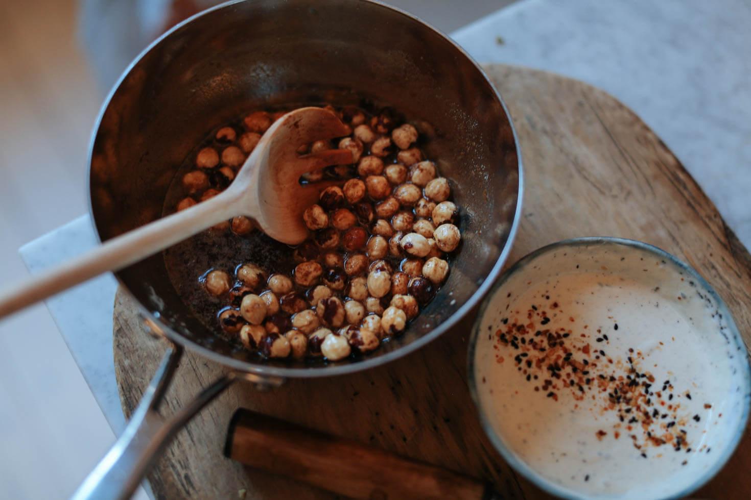 Spetskal i ugn med brynt smor och rostade hasselnotter-4