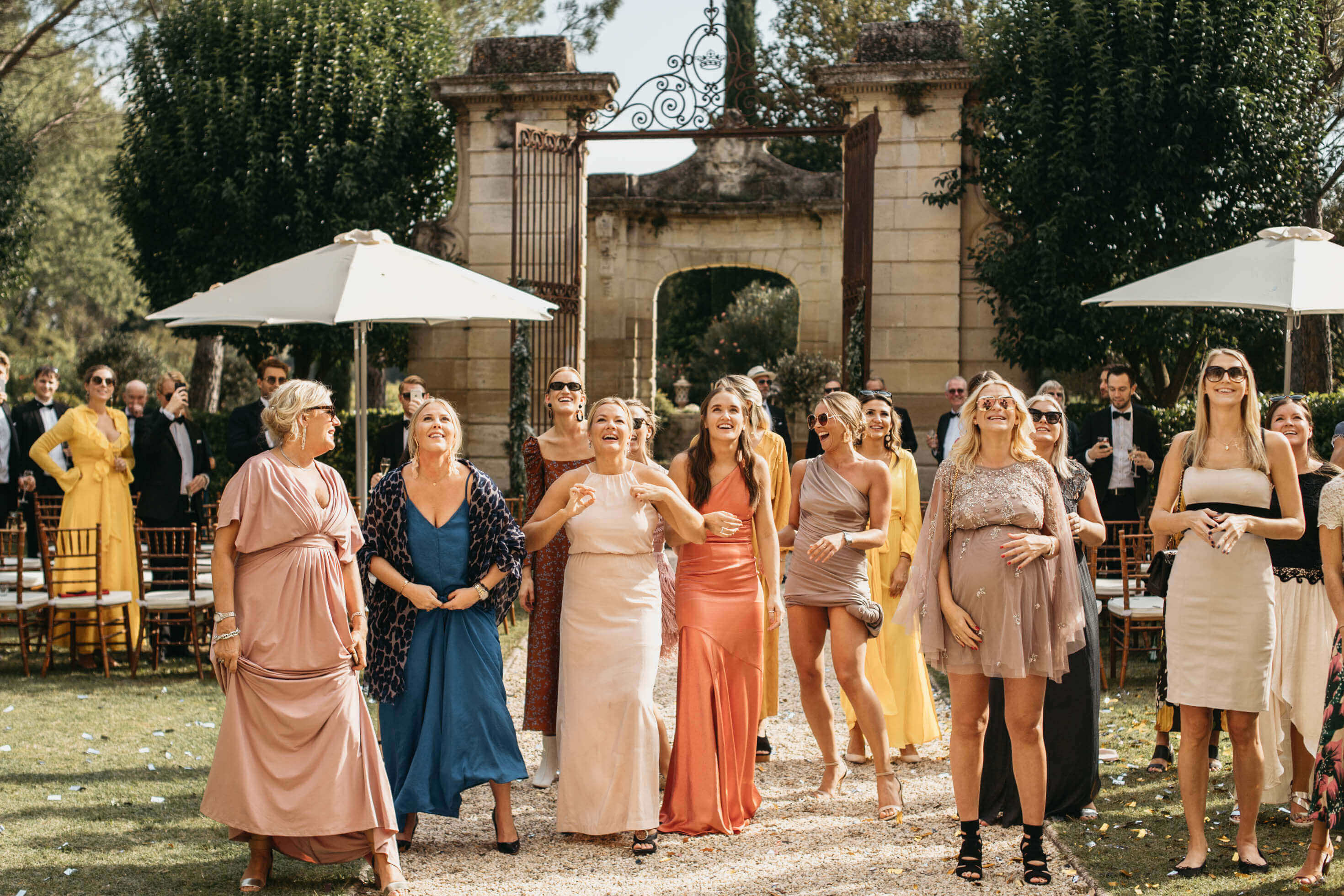 Klädkoder till sommarens bröllop