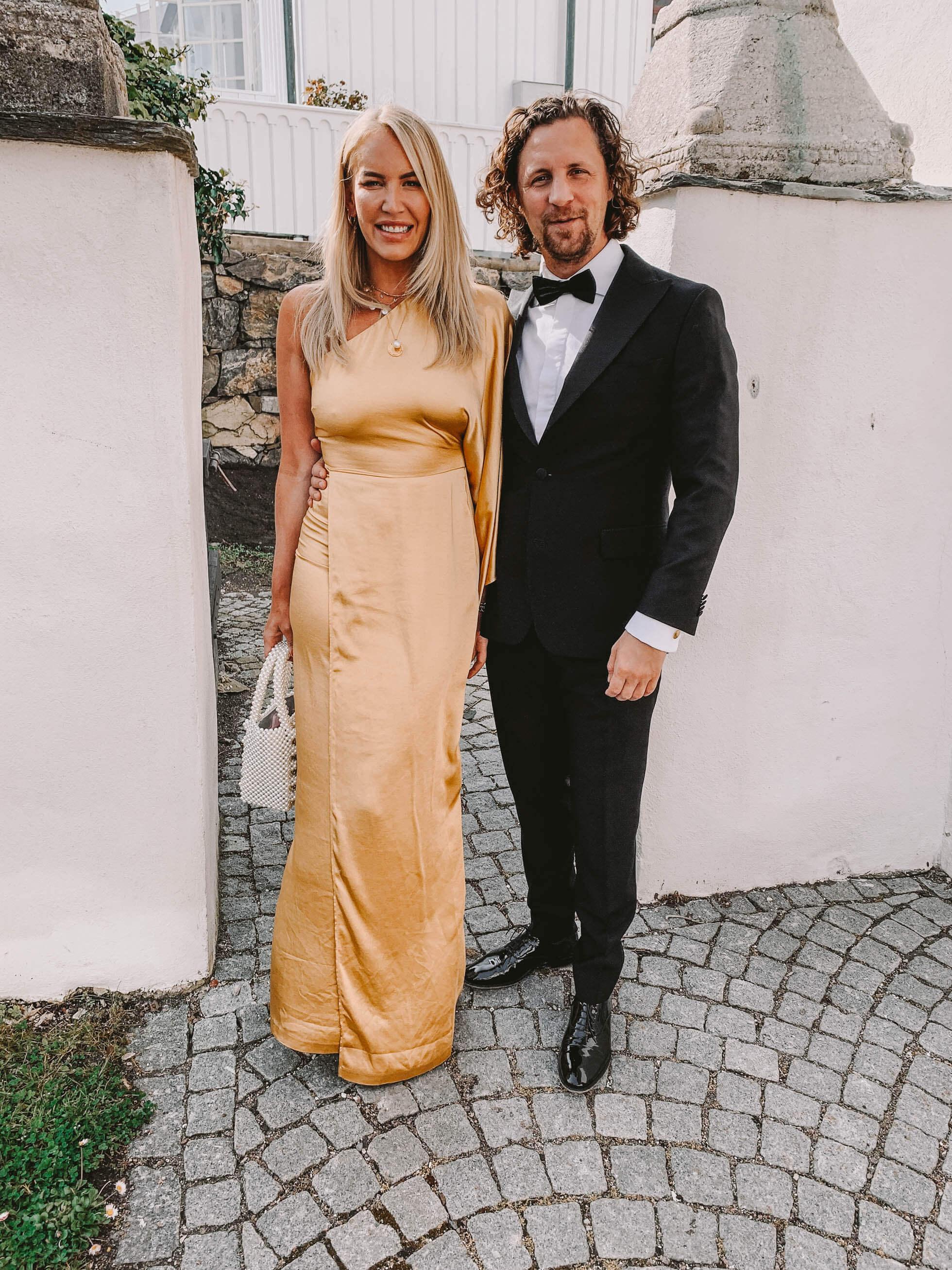 45e6afde8a38 Jag hade på mig vår Adoore Athens klänning, den är så smickrande. Man  känner sig så kvinnlig i den, den smiter verkligen åt på de rätta ställena,  ...
